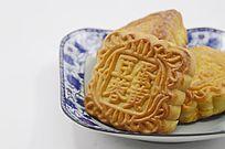 近拍传统美食中秋月饼特写图片