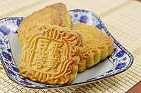 近拍传统美食中秋月饼图片