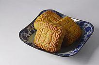 近拍一盘传统美食中秋月饼特写