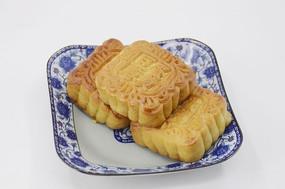 近拍一盘传统美食中秋月饼图