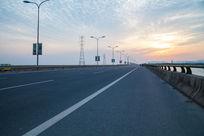 宽广的公路