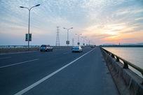 松陵大桥的车流
