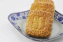 一盘传统美食中秋月饼特写图片