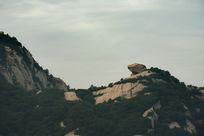 远眺华山上的巨石