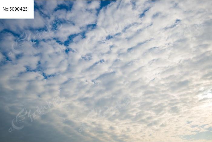 视觉冲击的蓝天白云图片