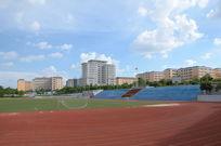 广东海洋大学寸金学院夏日里的操场