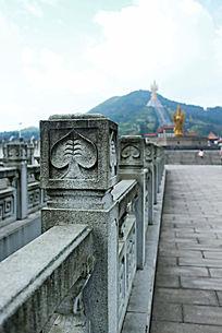 石护栏上的雕刻花纹