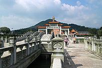 阳光下的密印禅寺石桥