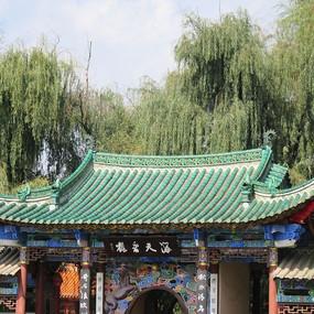 古建筑绿色屋顶