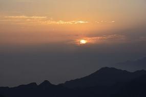 华山山顶日出风光