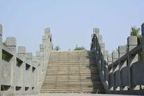西安汉城湖公园里的石拱桥桥面摄影