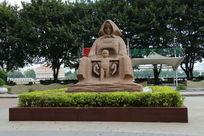 母亲和小孩雕塑