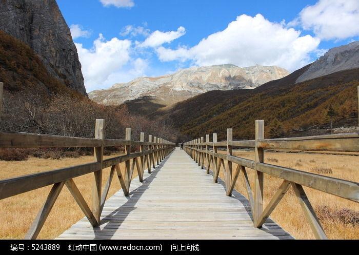 高原稻城亚丁自然风景栈桥图片