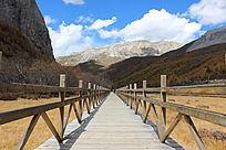高原稻城亚丁自然风景栈桥