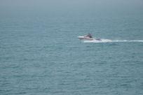 海面上驰骋的摩托艇