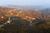 群山中的山路交通