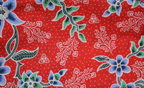 红色花纹布料