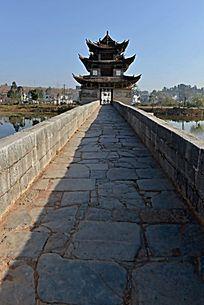 双龙桥之北