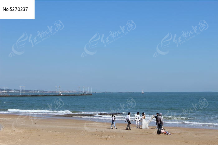 在海边拍婚纱照图片