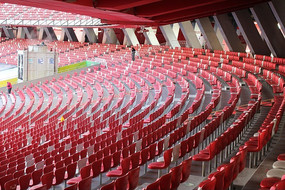 北京鸟巢体育场馆内红色座椅