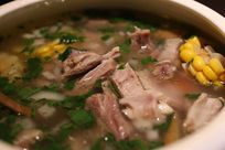 新疆美食清炖玉米羊排