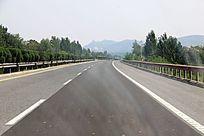空旷的高速公路
