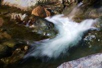 绸缎般的溪流
