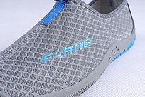 蓝色网布鞋LOGO细节
