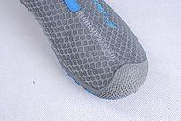 蓝色网布鞋前细节