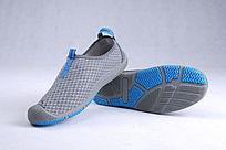 蓝色网布鞋斜放靠立鞋底