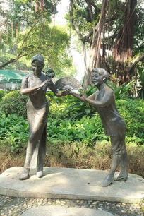 旗袍女人与男子铜像
