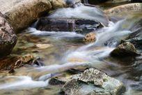 溪流与岩石