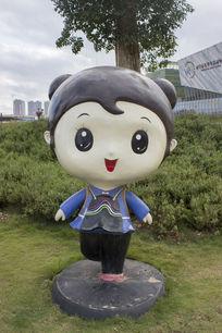 瑶族女孩卡通造型雕像