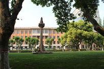 同济大学草坪雕塑景观