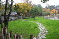 寺庙旁的石头小路