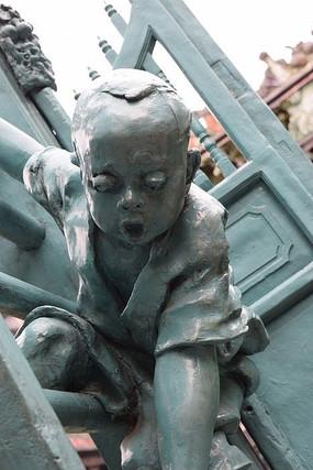 一个男孩雕塑