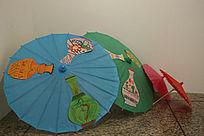 中华世纪坛展出的传统工艺花瓶图案纸伞
