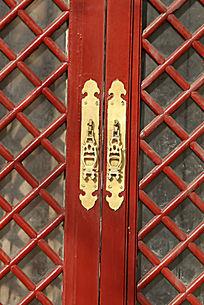 红木窗户上的传统图案