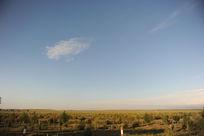 草原蓝天和白云风光