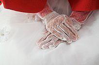 穿婚纱戴白手套的新娘手部