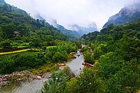 云雾山谷河水溪流