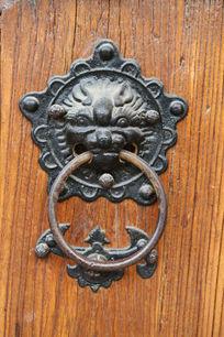 传统铁制狮子门扣