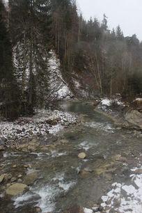 阿尔卑斯山山间溪流