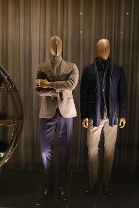 橱窗里穿夹克的男装模特