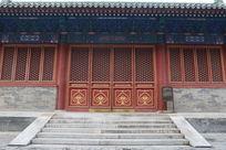 北京历代帝王庙红色大门和台阶