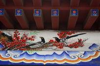 房梁上的喜鹊梅花图案