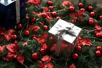 银色圣诞节礼物盒