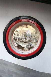 颐和园圆形图案描边窗户