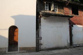 黄巷里的红木小楼