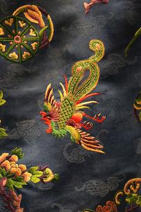 清代中期宝蓝色衣服上凤凰图案
